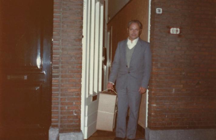 Frans Driesen maakt reis opnieuw - vertrek