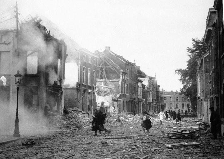 Vernietigde wijk in een onbekende Belgische stad, 19 mei 1940.