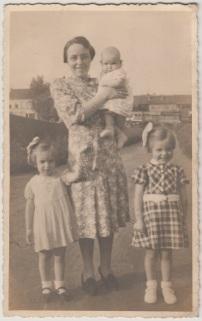 Anna Van Camp met haar kinderen waaronder Gislena Peelman